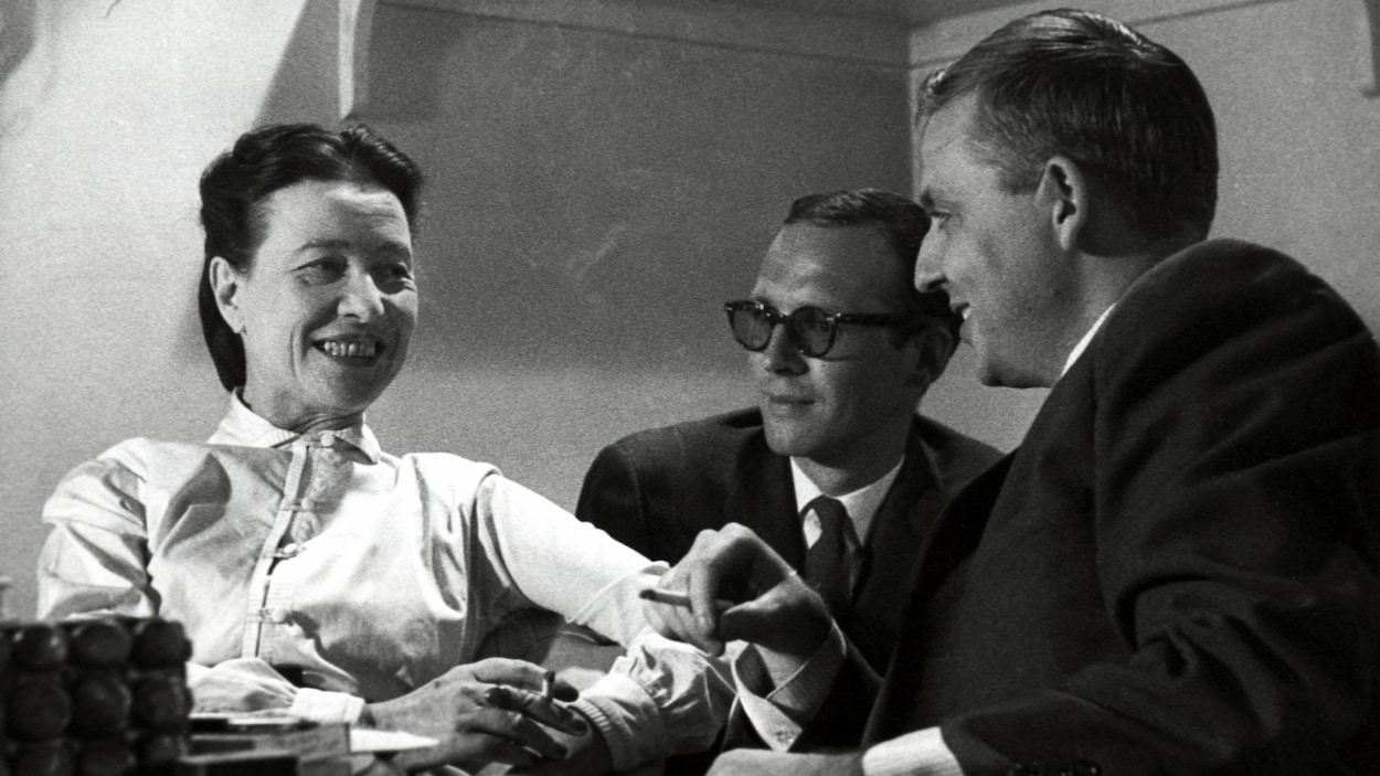 Behind the scenes: Simone de Beauvoir, Claude Sylvestre (director) and Wilfrid Lemoyne, 1959 Photo: Radio Canada